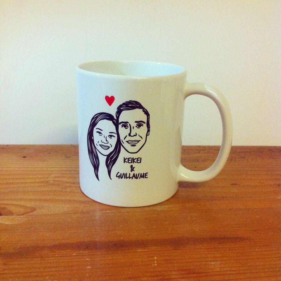 Custom Portrait Mug @lilimandrill www.lilimandrill.fr #etsy #coupleportrait #EtsyGifts #bachelorette #etsywedding #wedding #custommug #bride #couple #stamp #giftforcouple #gift #weddinggift #DifferenceMakesUs #mondaymorning #engagement #mug #coffeemug
