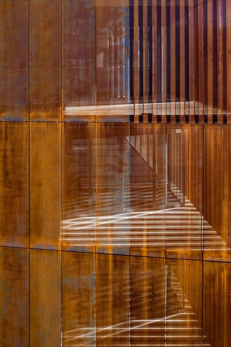 Arquitecturia Josep Camps Olga Felip Pedro Pegenaute Law Court In Balaguer Steel Architecture Architecture Architectural Practice