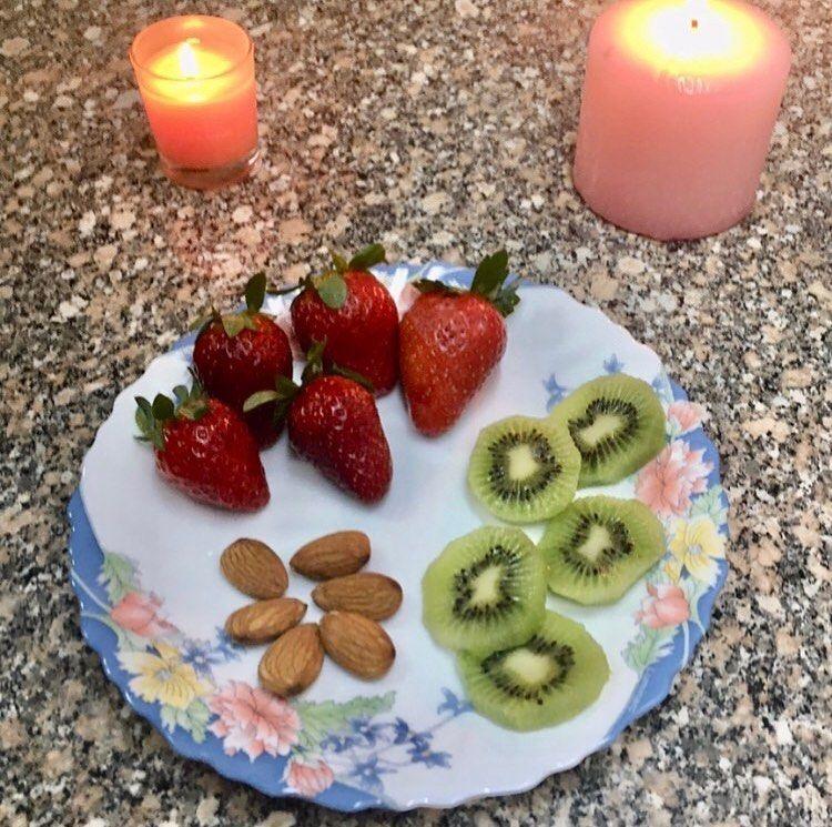 مساء الخير سناك بعد الفطار بثلاث ساعات خمس فرولات واحدة Fruit Strawberry Desserts