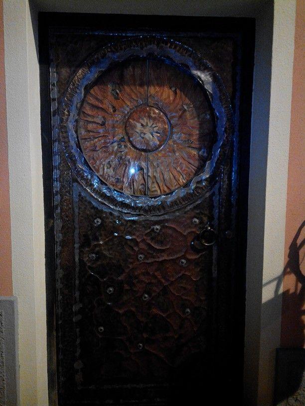 Porta in legno e rame cesellato a Cuglieri (OR)