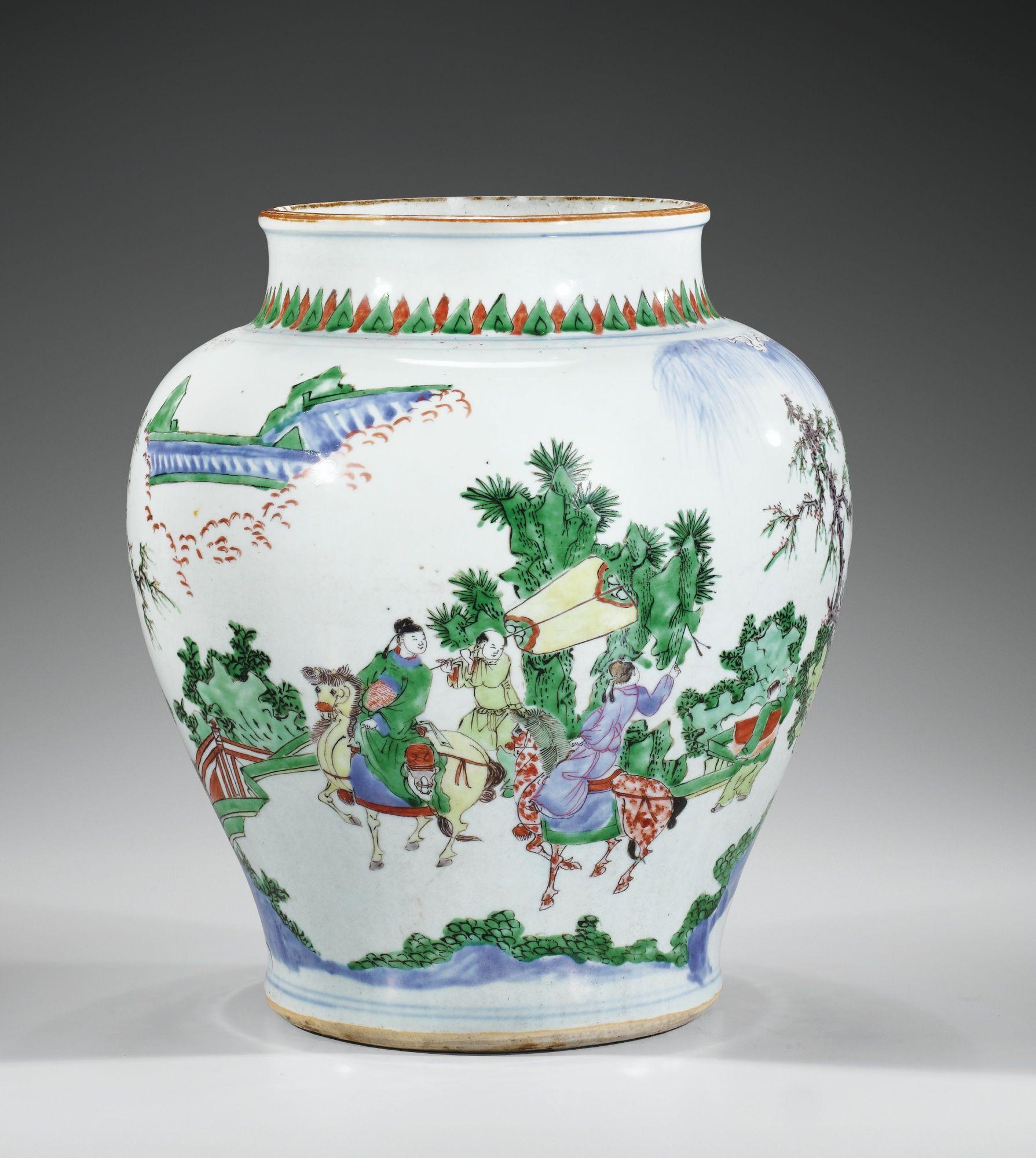A WUCAI JAR, QING DYNASTY, KANGXI PERIOD 37,8 cm