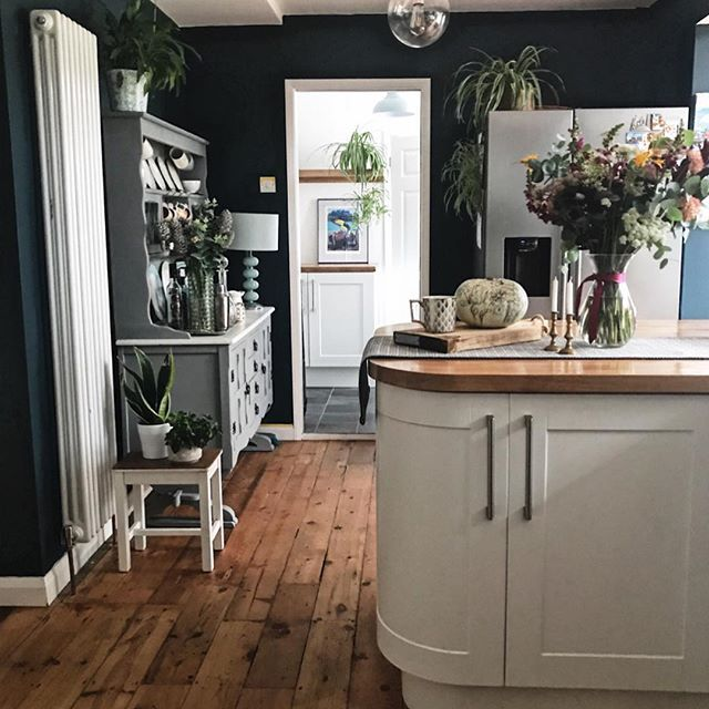 Best Hague Blue Wall In The Kitchen Make The White Units Stand 400 x 300