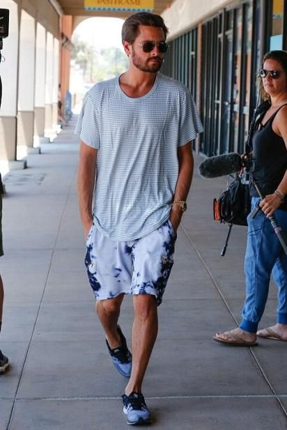 458c9d5b7399 Scott Disick wearing Nike Flyknit Trainer+ Sneakers