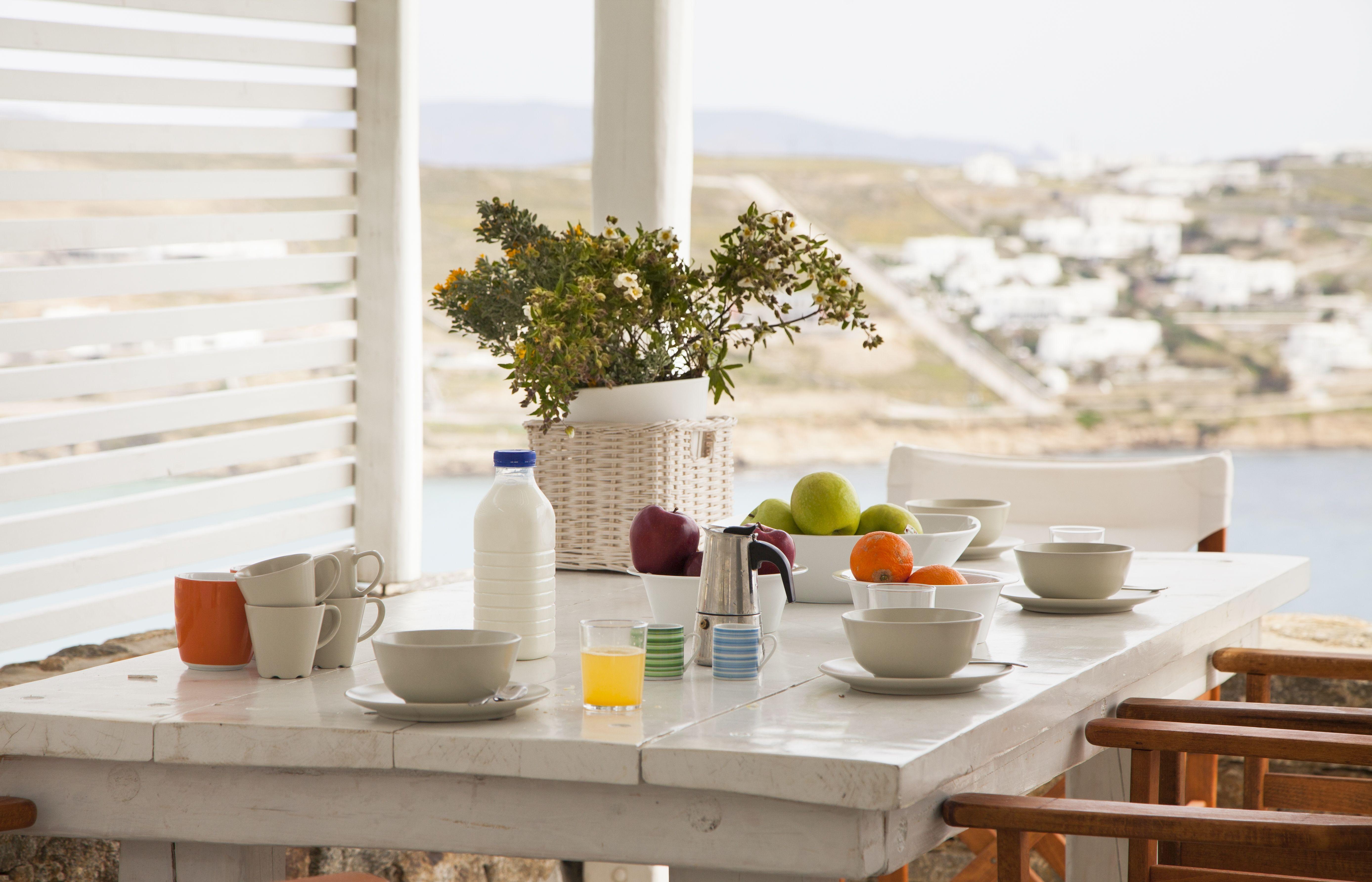 Elegant blue villas!!! Breakfast at Mykonos villa!