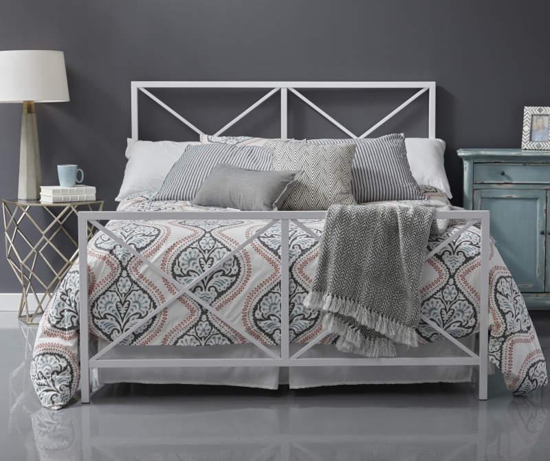White High Gloss X Metal Queen Bed in 2020 Queen metal