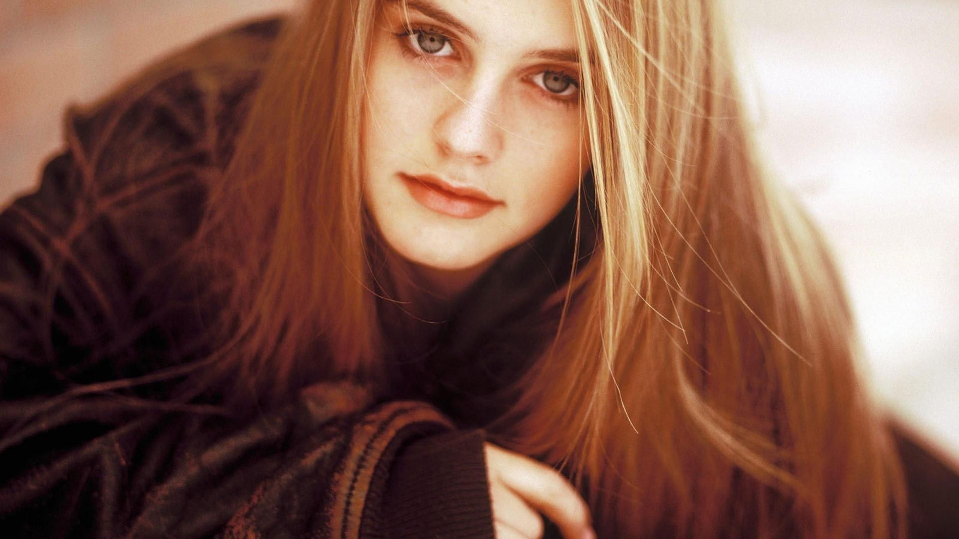 Alicia Silverstone Actress Hd Wallpaper Girls Pinterest