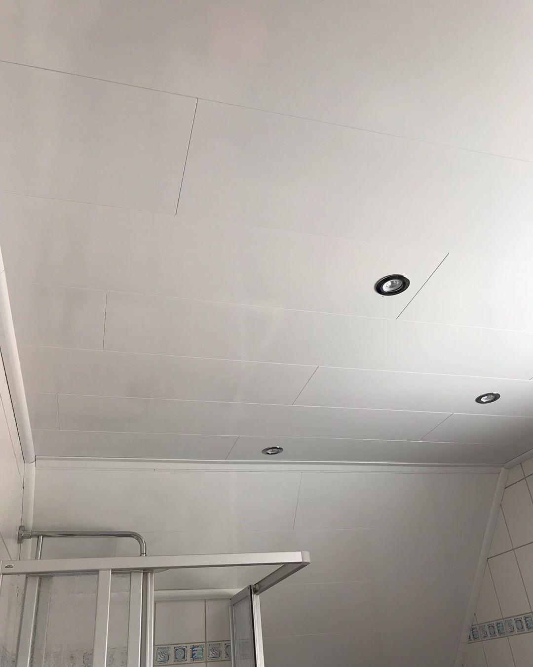 Vorher Nachher Paneele Im Badezimmer Mit Spots Was Meint Ihr Renovierung Badezimmer Badezimmerdesign White Interiordesign Shower Renovie