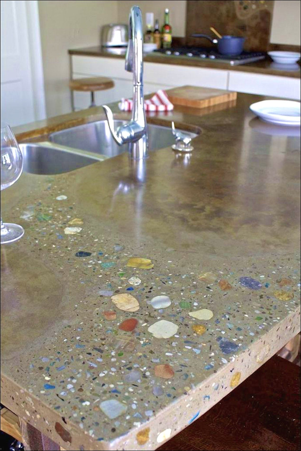 39 Reference Of Diy Crushed Glass Countertops In 2020 Arbeitsflachen Kuche Tresen Diy Glas
