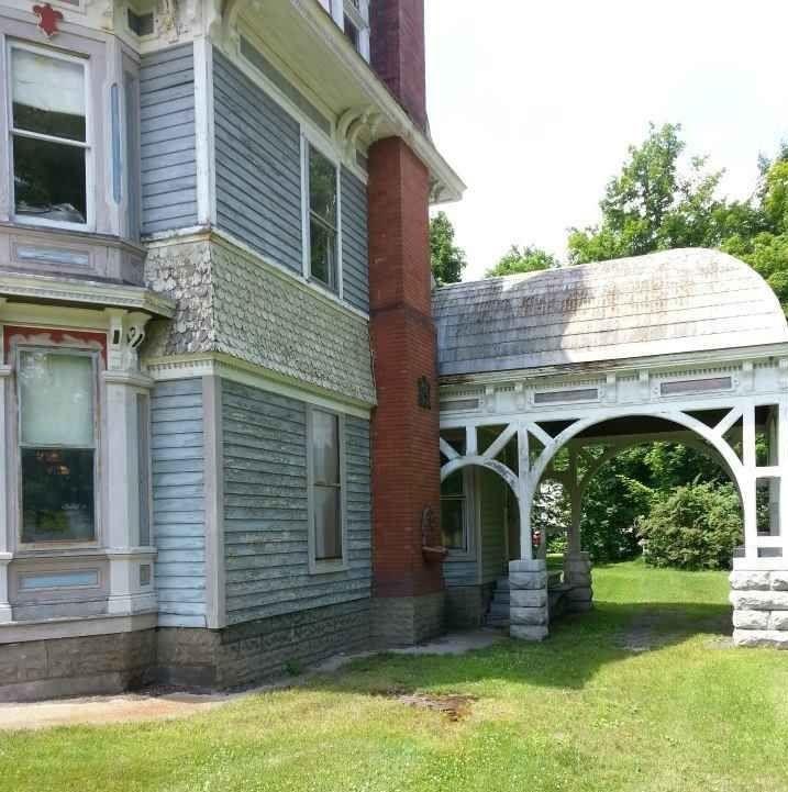 Cette Maison Habitée Par Des Fantômes Est à Vendre