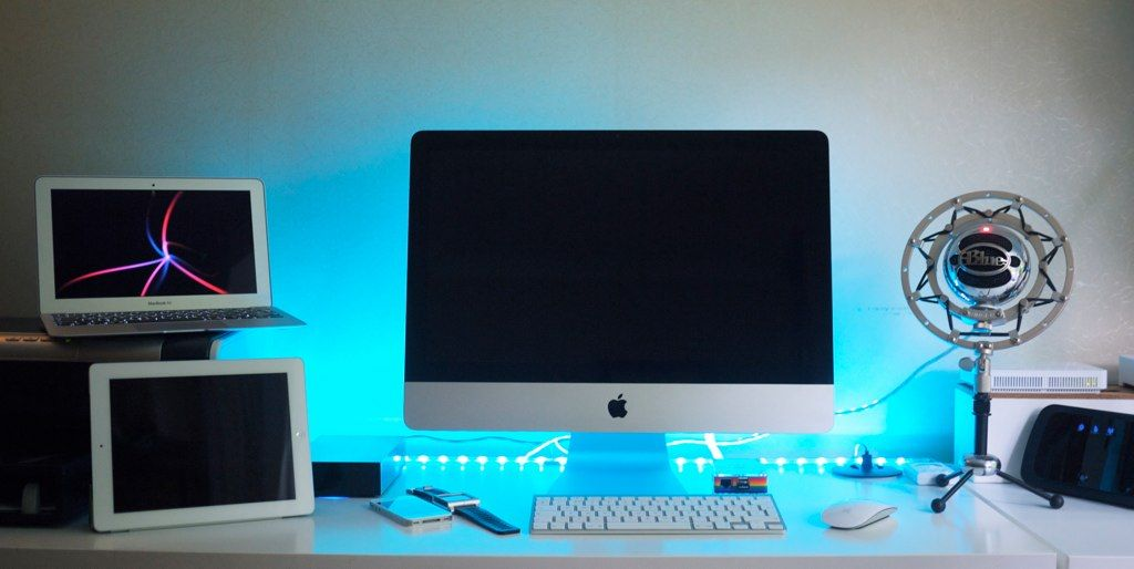 Nice mac apple setup from flickr featuring macbook air for Cool office setups