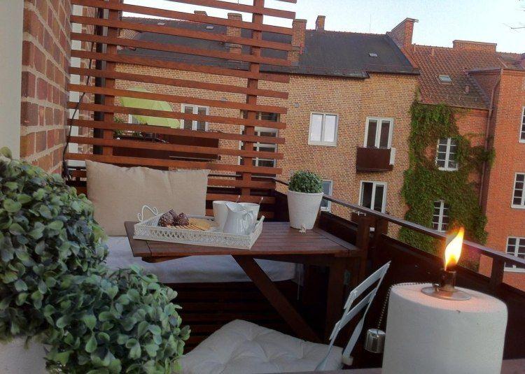 kleiner gem tlicher balkon mit holz sichtschutzwand balkony pinterest balkon schmaler. Black Bedroom Furniture Sets. Home Design Ideas