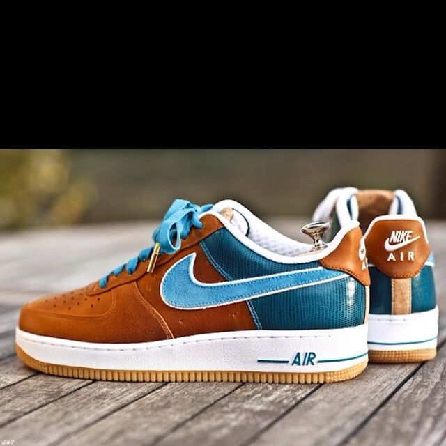 My bro, being a UNC fan, will like these...