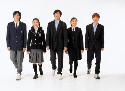disadvantages of school uniform for college Recently, a lot of schools throughout the united states adopted school uniform policies and made it a requirement for the students to wear uniforms.