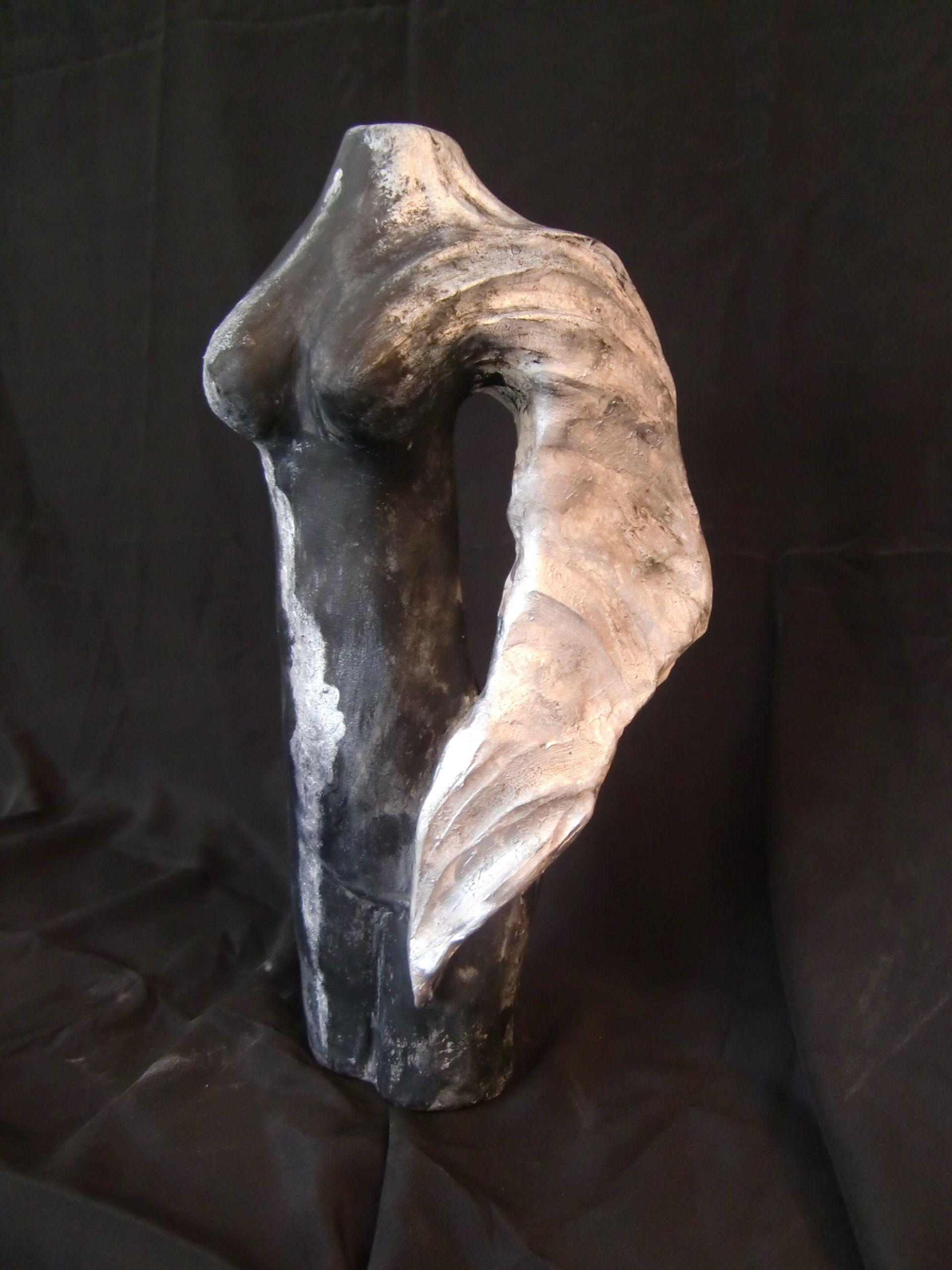 Schutzengel der besonderen Art - bestehend aus Ton -  weitere Skulpturen unter www.skulptur4u.de