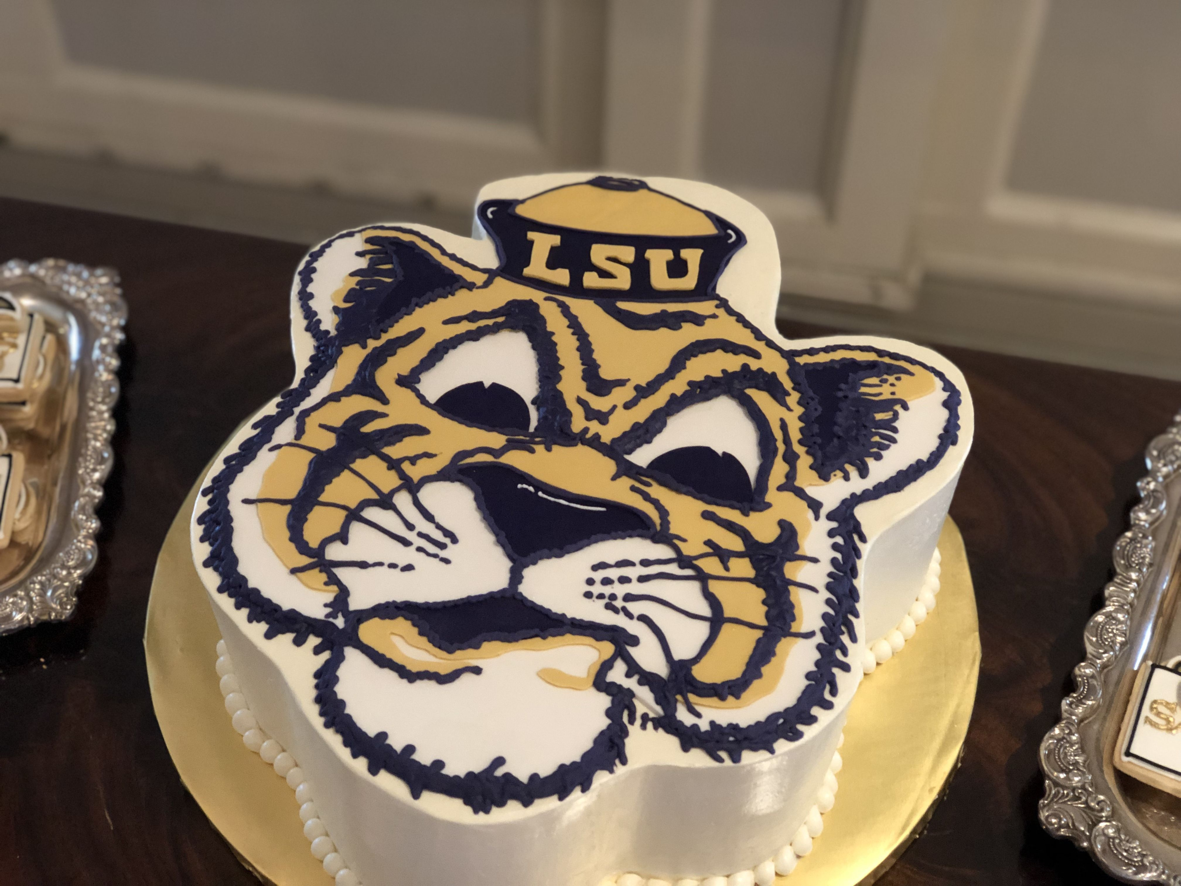 Lsu Tiger Cake Vintage Mike The Tiger Buttercream Cake Lsu Groom S Cake At Boudreaux S In Baton Rouge Cake Tiger Cake Custom Cakes