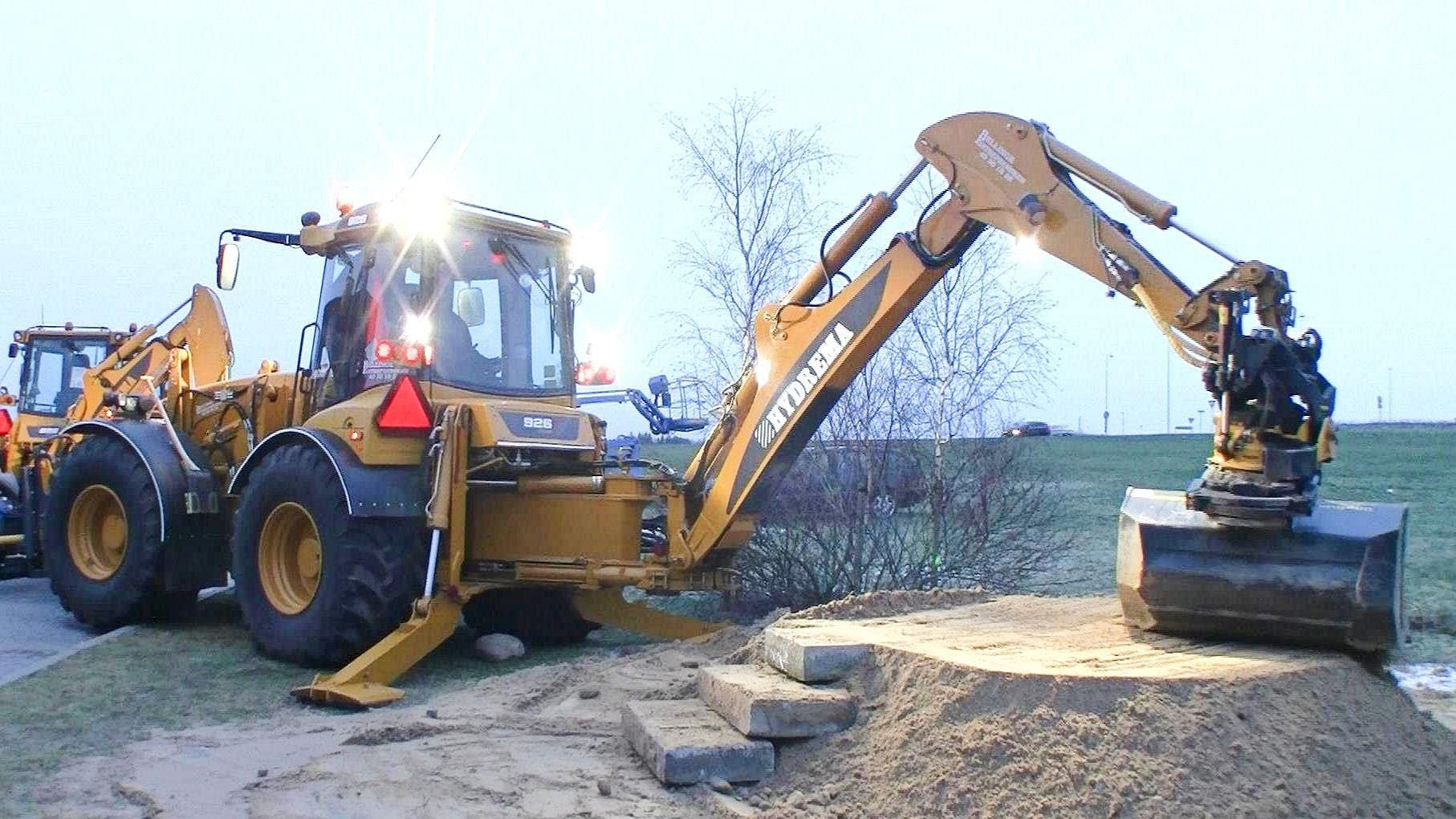 Hydrema 926D With Engcon Rototilt Demonstration | tractors
