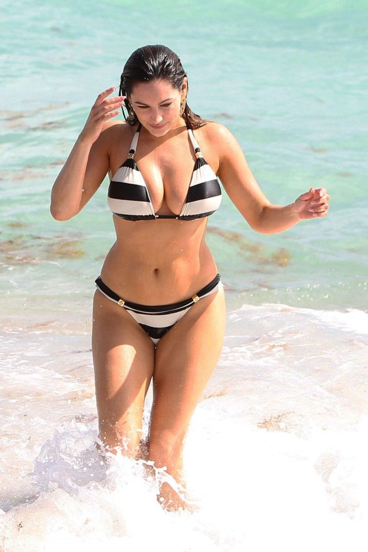6 Kelly Brook Bikini Semi Naked Sexy