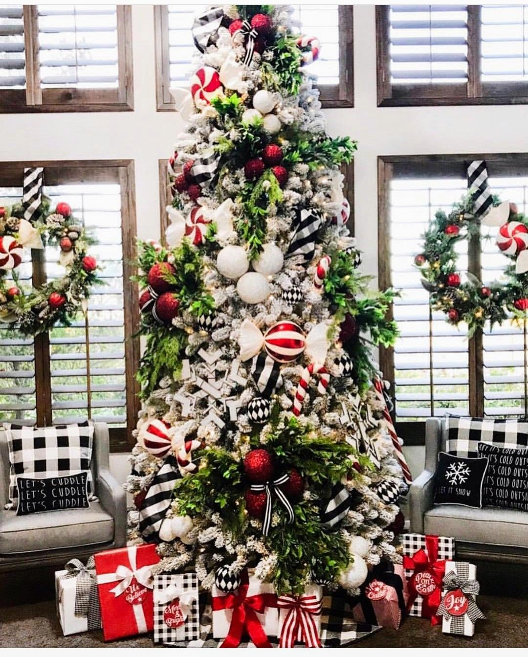 Pin By Izzy On Joulu Black Christmas Decorations Christmas Tree Themes Realistic Christmas Trees