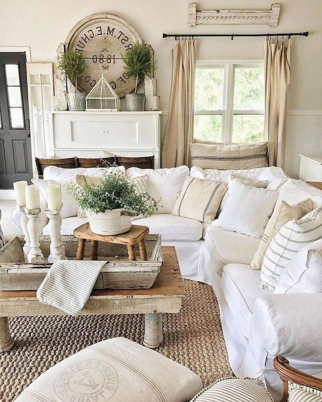 90 Cozy Farmhouse Living Room Rug Decor Ideas - HomeSpecially