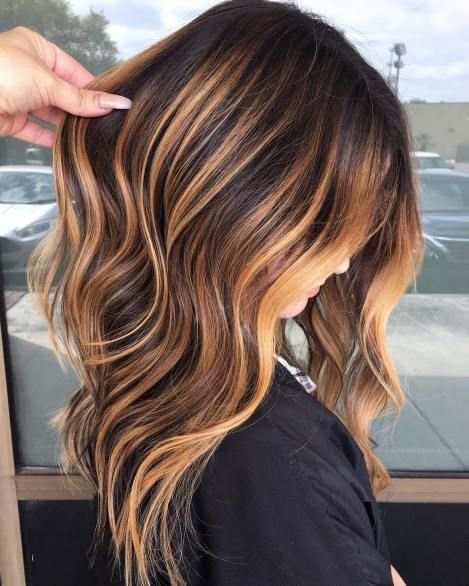 60 Looks With Caramel Highlights On Brown And Dark Brown Hair Bright In 2020 Highlights Brown Hair Balayage Brown Hair With Caramel Highlights Highlights Brown Hair