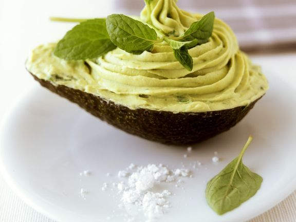 Avocadocreme ist ein Rezept mit frischen Zutaten aus der Kategorie Fruchtgemüse. Probieren Sie dieses und weitere Rezepte von EAT SMARTER!