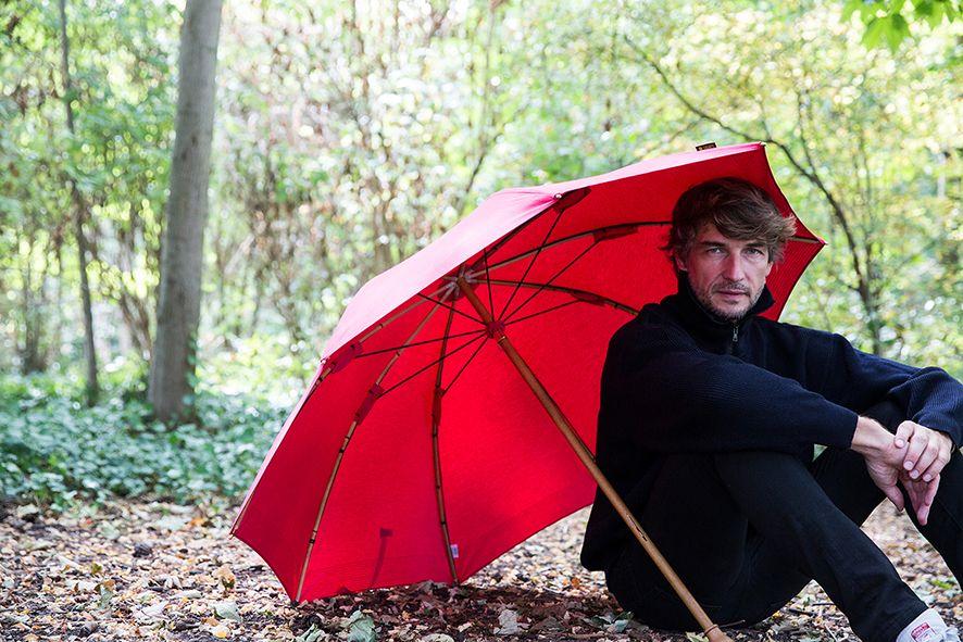Le parapluie de berger fabriqué en France de façon artisanale. Un savoir-faire unique, un objet traditionnel.