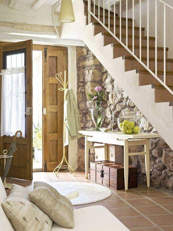 Piedra en paredes recibidor piedra y escalera for Interiores de caravanas reformadas
