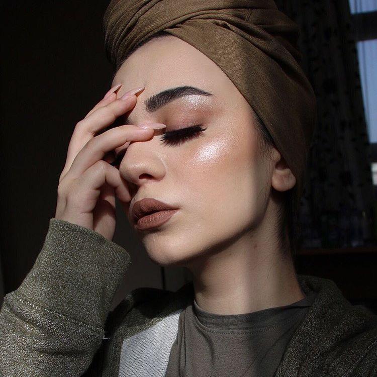4 قواعد لتنسيق مكياجك مع ملابسك Hijab Makeup Hair Scarf Styles Cute Christmas Outfits