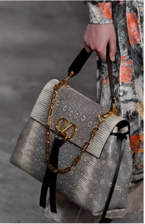 717895fba7bf Valentino 2019 Pre-Fall Collection - Runway | Edgy Bags | Valentino ...