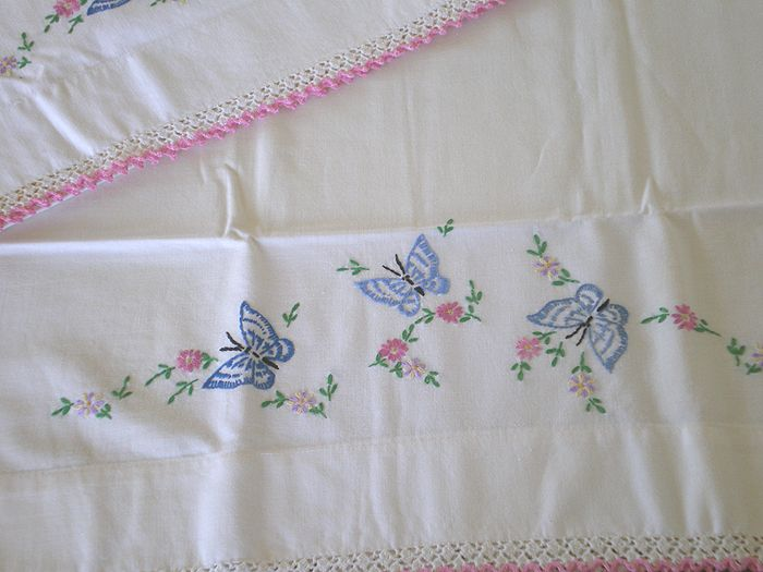 vintage pillowcase embroidery designs free | Vintage Embroidered ...