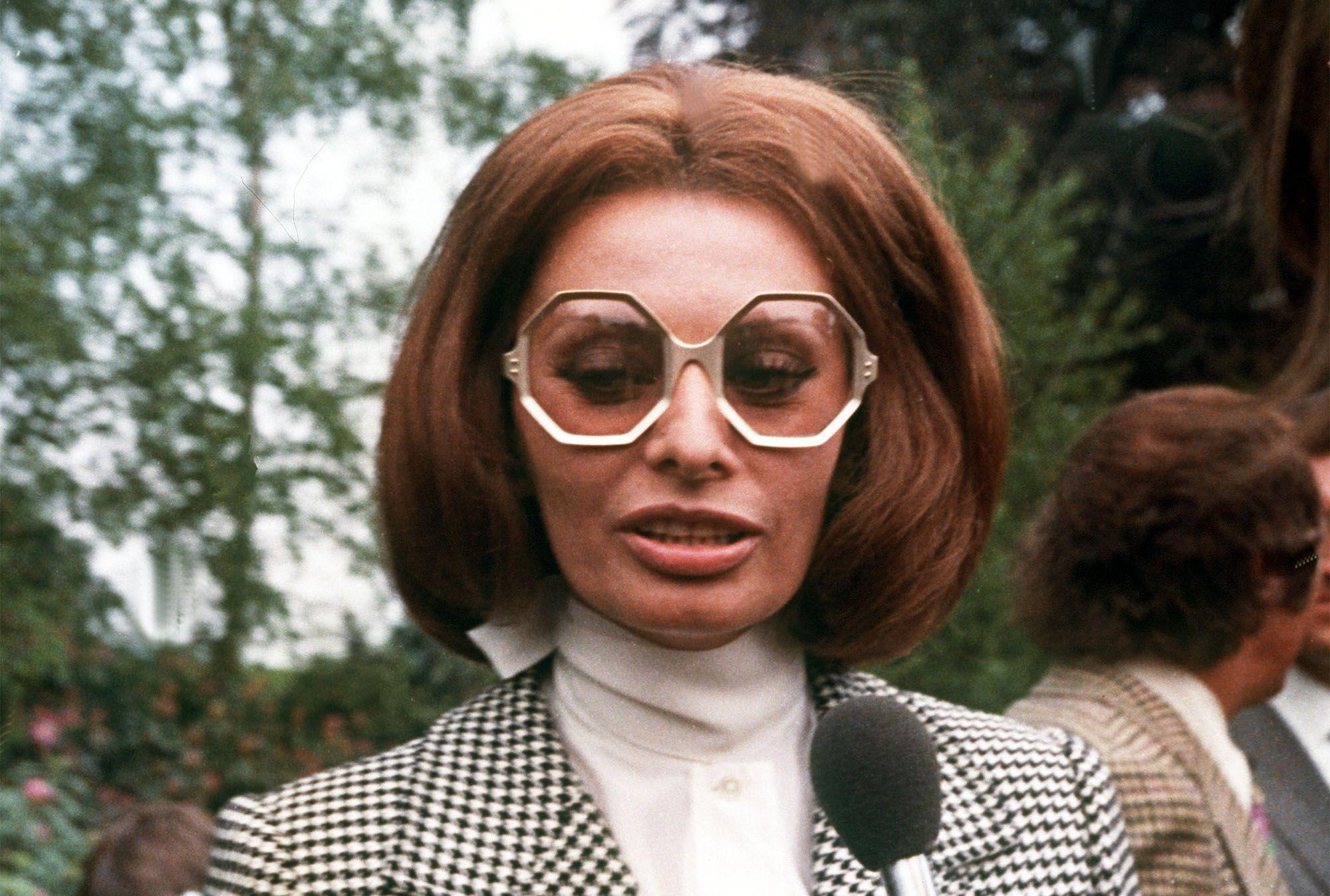 Let S Talk About Sophia Loren S Taste In Glasses Sophia Loren Sophia Loren Style Glamour