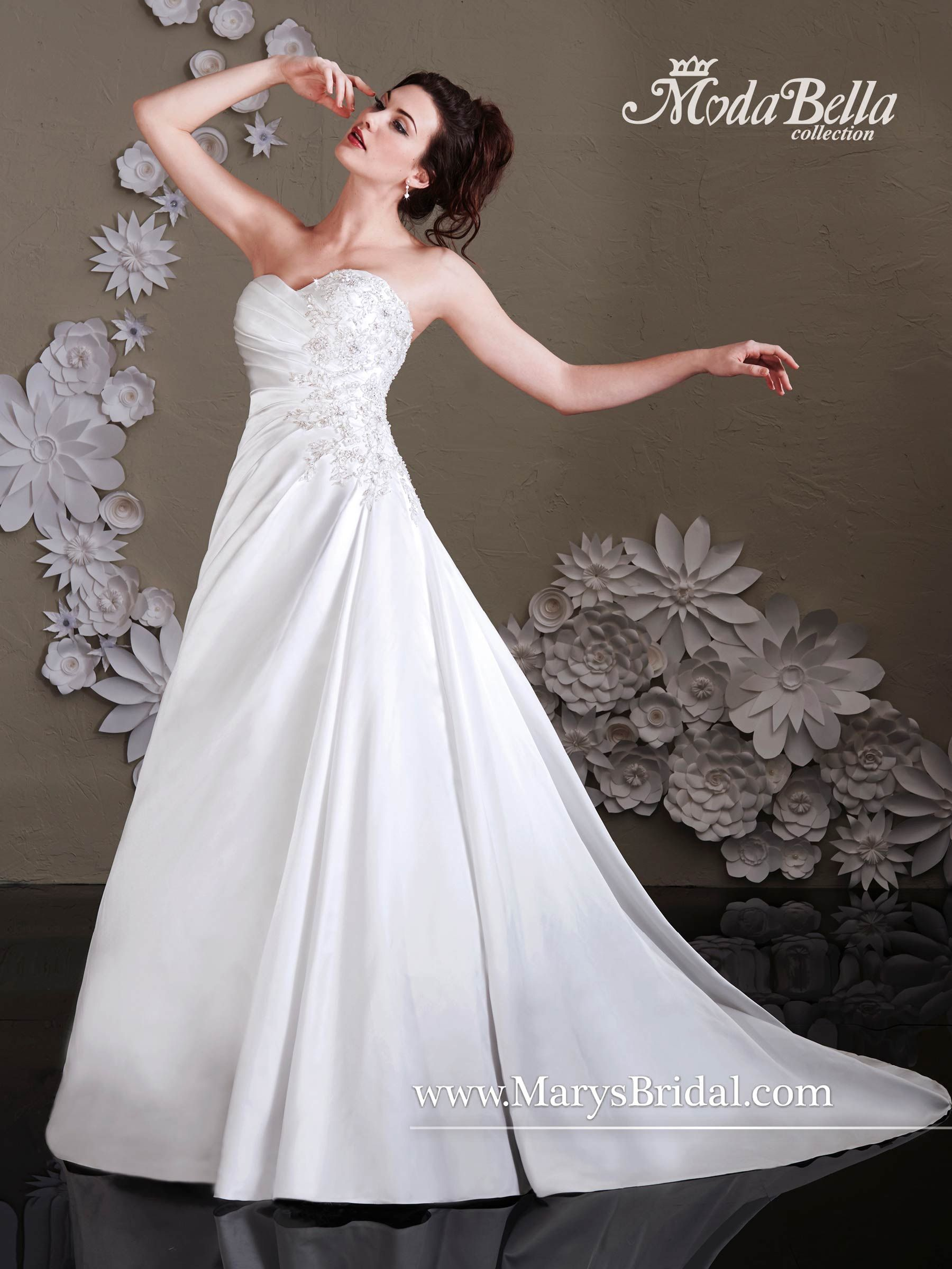 Style 3y395 Is A Strapless Satin Aline Bridal Gown With Sweetheart Neckline And Chapel Train The Pleated Bodice Figure Flattering Making It Great: Pleated Bodice Strapless Wedding Dress At Reisefeber.org