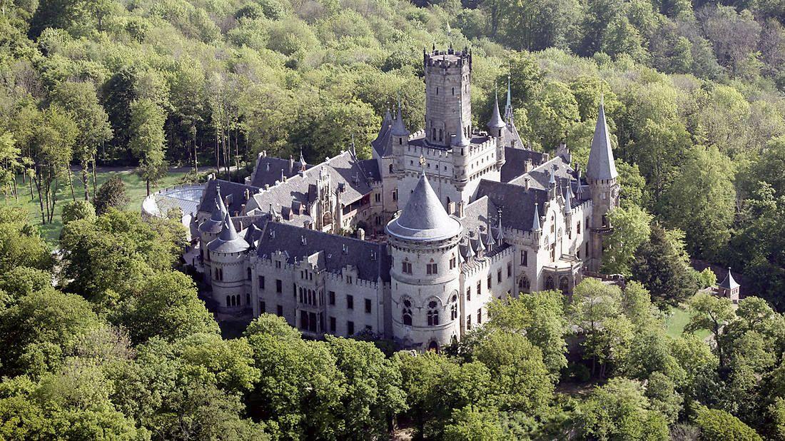 Das Märchenschloss Marienburg bei Hannover war einst ein Geschenk des Königs Georg V. an seine Gemahlin Königin Marie.