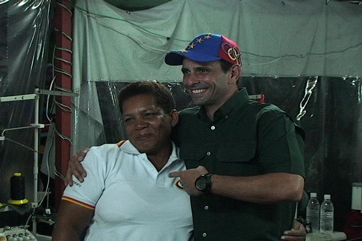 Con nuestra querida Petra, responsable de las camisas que usa @hcapriles