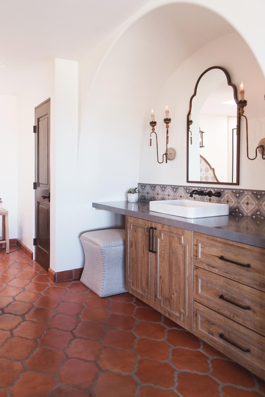 Solana Beach Spanish Modern Master Bath Southwestern Bathroom San Diego By Savvy Interiors In 2020 Bathroom Styling Modern Master Bath Spanish Style Bathrooms