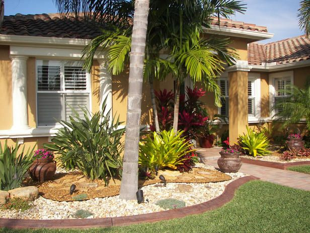 Entryway Landscaping For Dry Weather Drought Tolerant Plants And Crisp Edging Defin Front Yard Landscaping Simple Florida Landscaping Yard Landscaping Simple