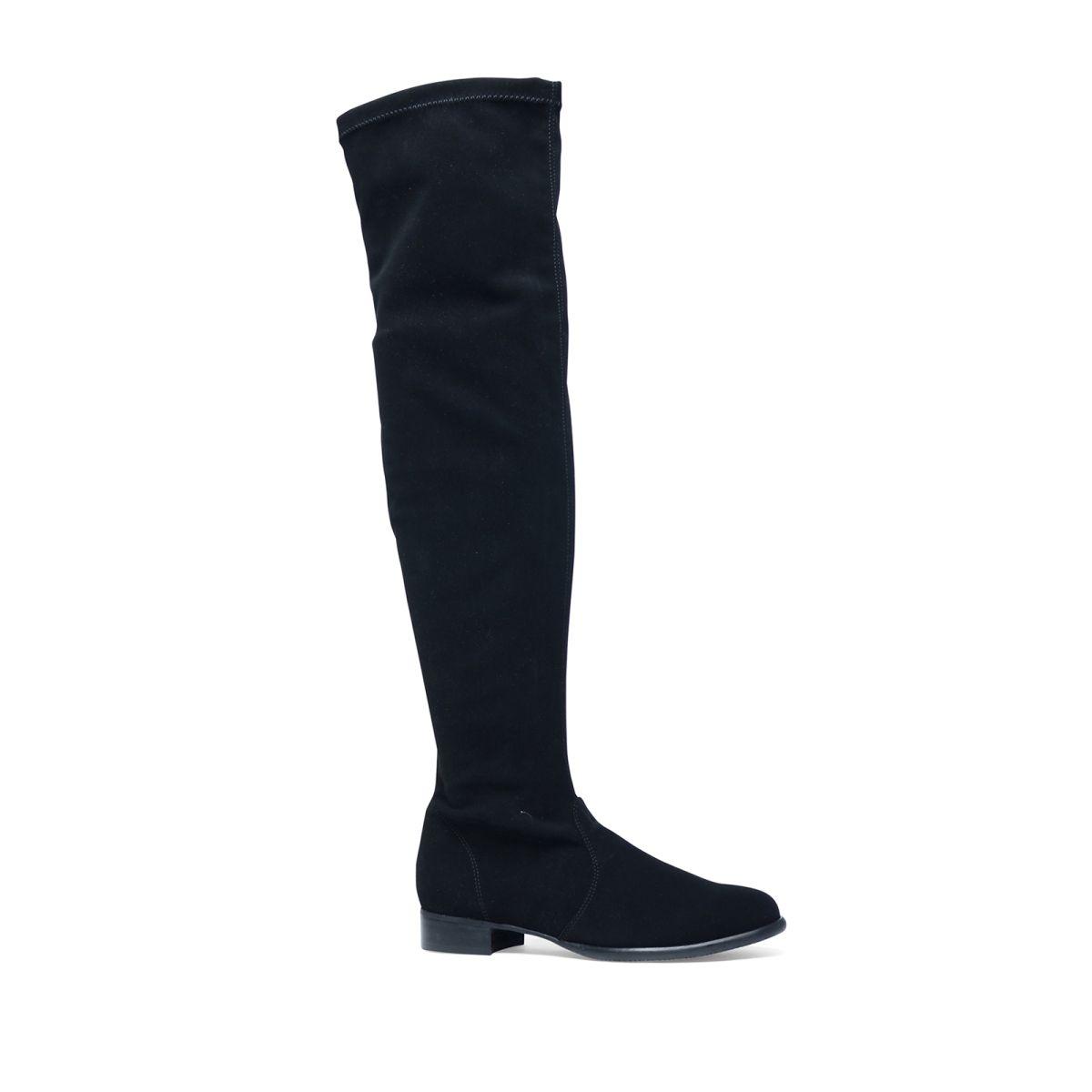 Zwarte overknee laarzen  Description: Zwarte laarzen van het merk Manfield. Deze laarzen zijn gemaakt van een elastische stretchstof waardoor de laars goed aansluit op de kuit. Het materiaal is antistatisch vlek werend en waterafstotend. Aan de binnenzijde van het been zit een rits waardoor u de laars makkelijk aan- en uittrekt. De maat valt normaal en de hakhoogte is 25 cm gemeten vanaf de hiel.  Price: 149.99  Meer informatie  #manfield