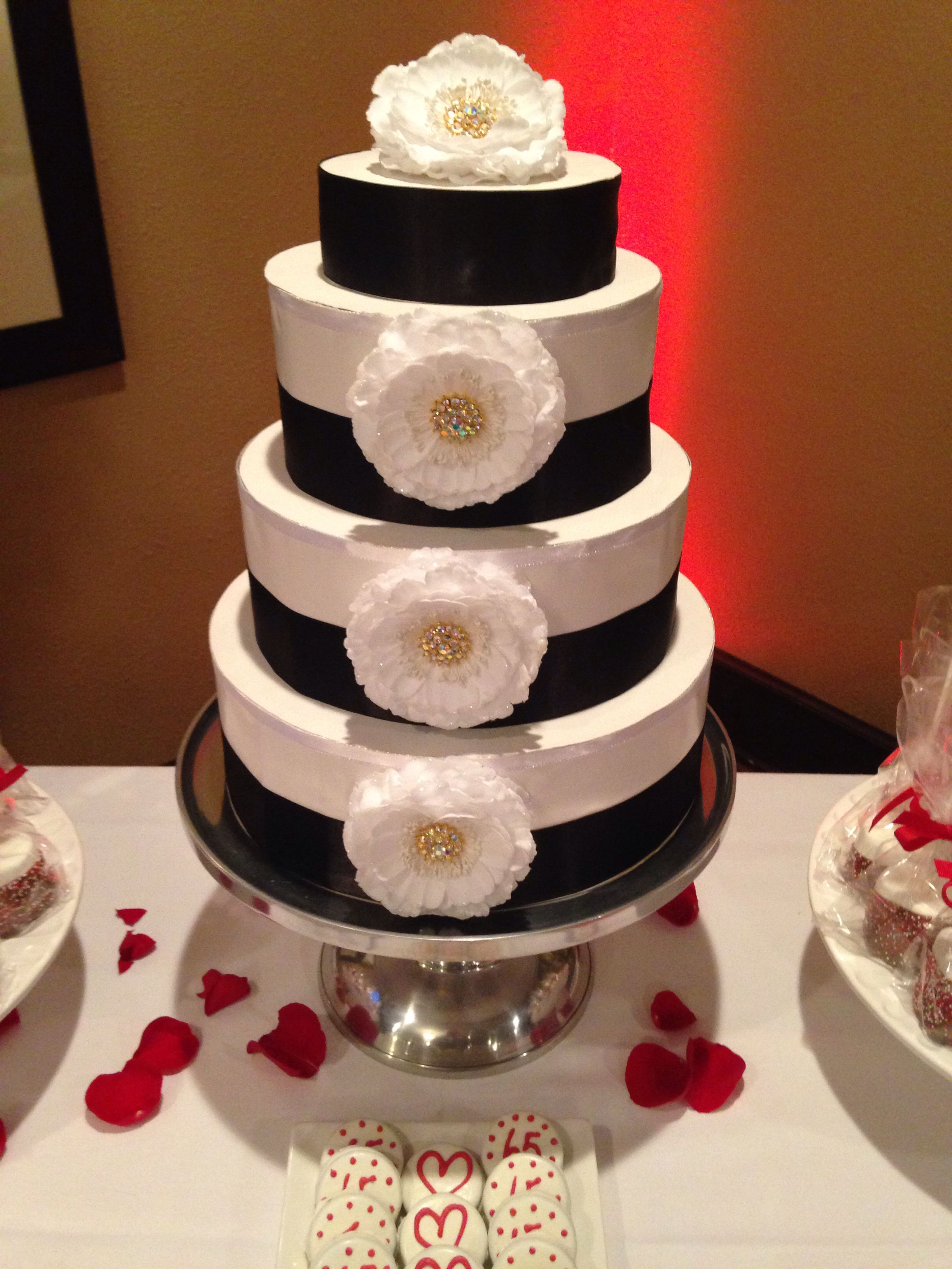 Decoration ideas for 40th wedding anniversary  Paper Cake to compliment the candy buffet  Pedro and Eveliaus th