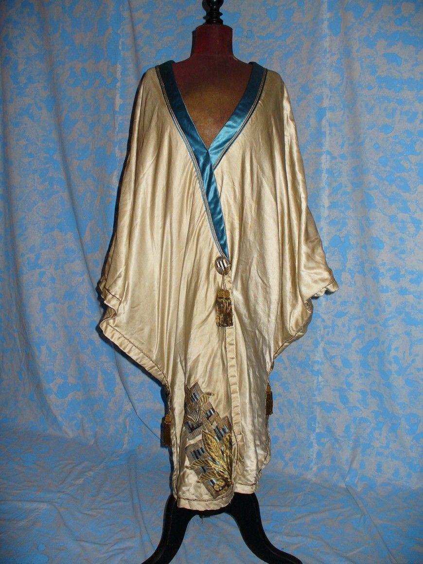 Cape, ca 1910 labeled  ROSE, Dressmaker COURT LADY AND TAYLOR, SHAENSBURY AVENUE, PHYLADELPHYA