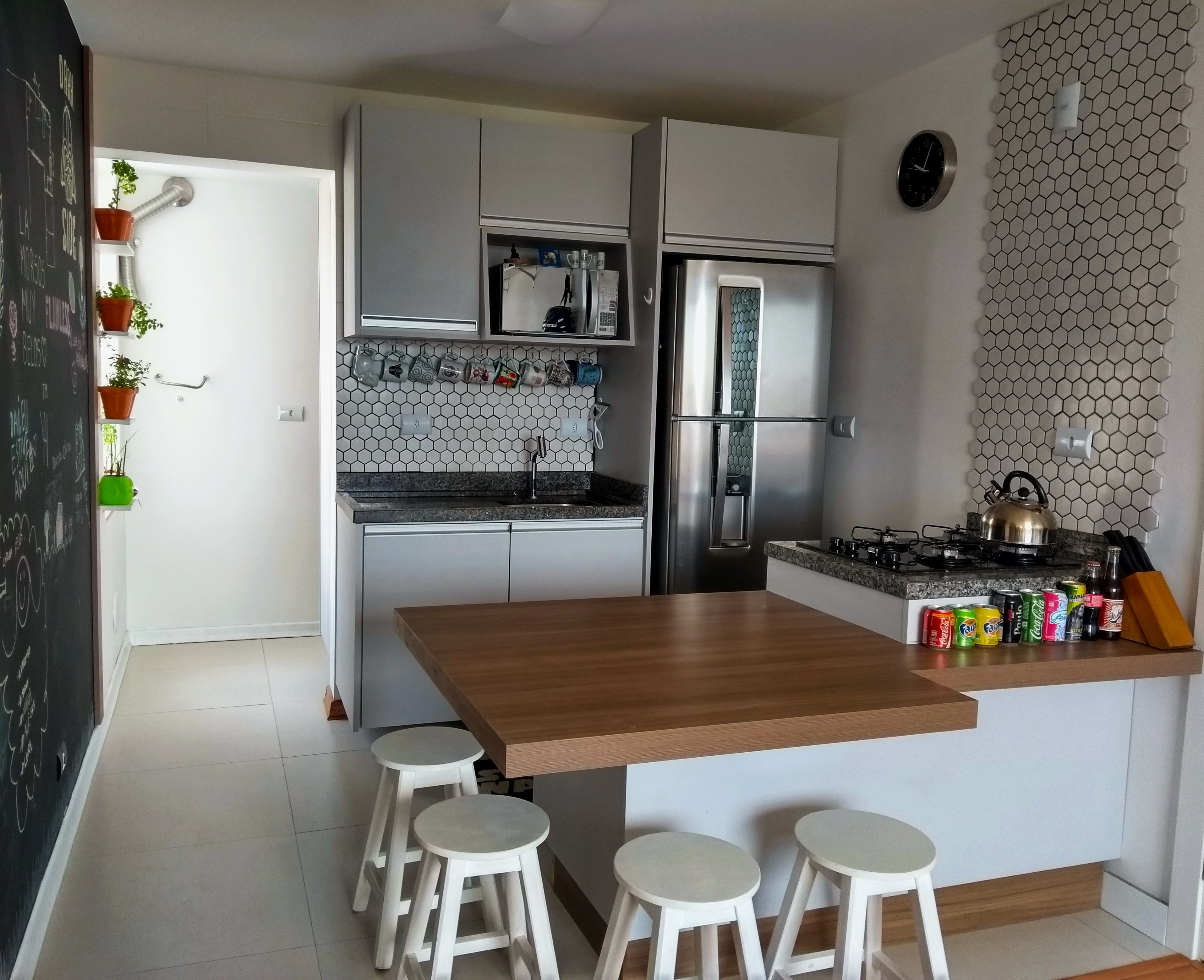 Cozinha Pequena Em Apartamento De 49 M Com Sala Integrada Armarios