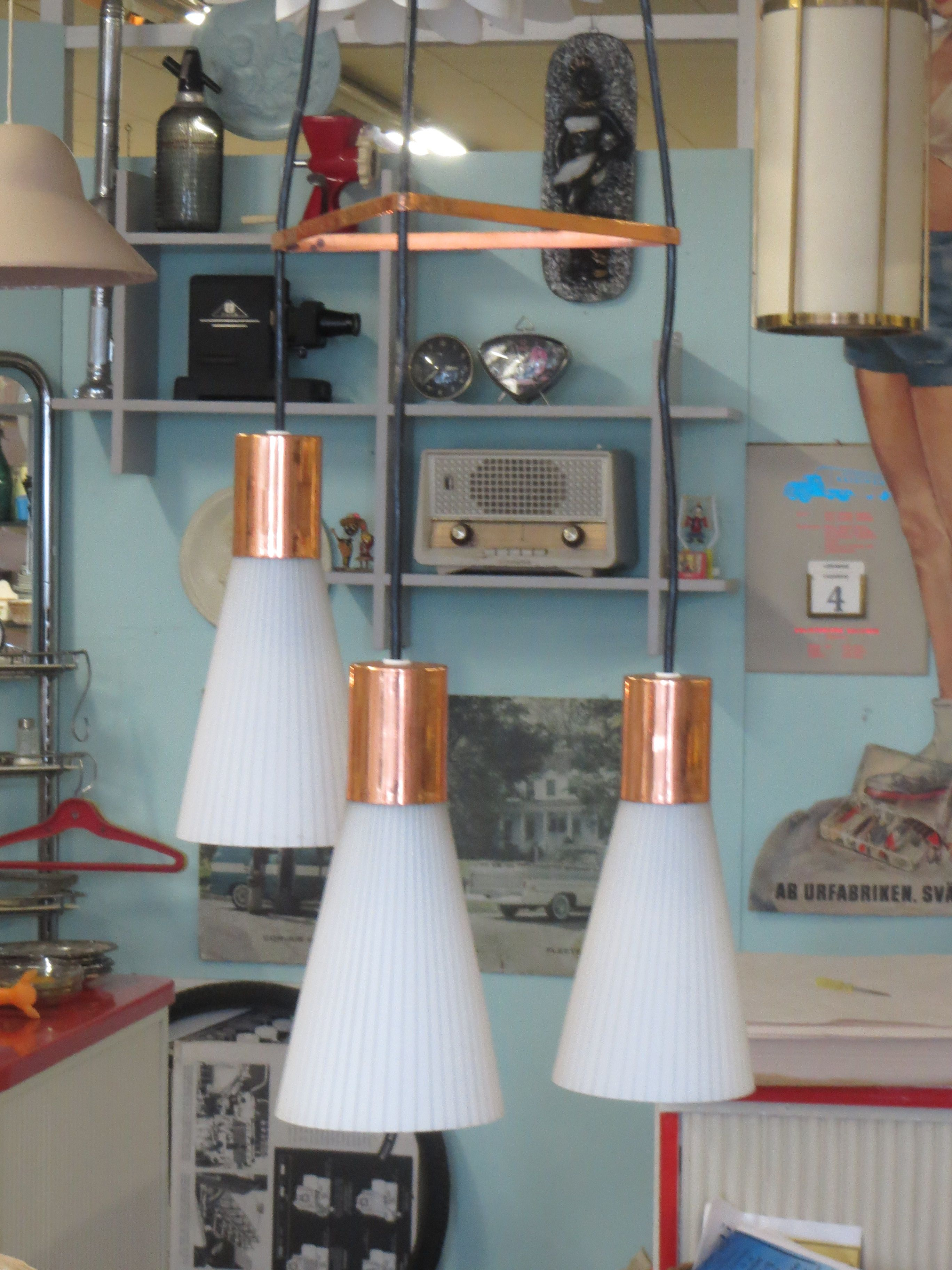Upea 60-luvun kolmihaarainen valaisin, ehjä ja toimiva. 130 euroa. MYYTY.