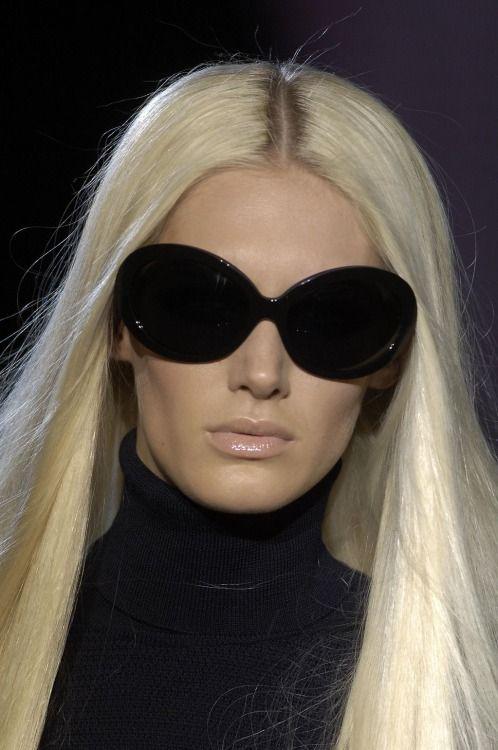 modelmofos: Romina Lanaro @ Versace F/W 2006-07, Milan