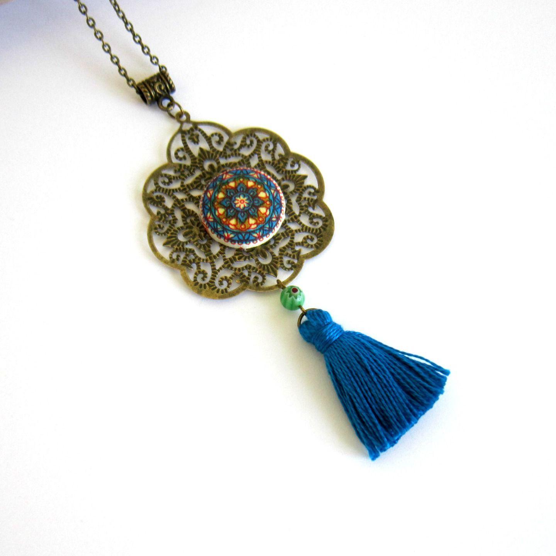 Collier sautoir bohème ethnique mandala bronze bleu vert et rouge, collier cabochon tissu, collier à pompon, blue ethnic necklace