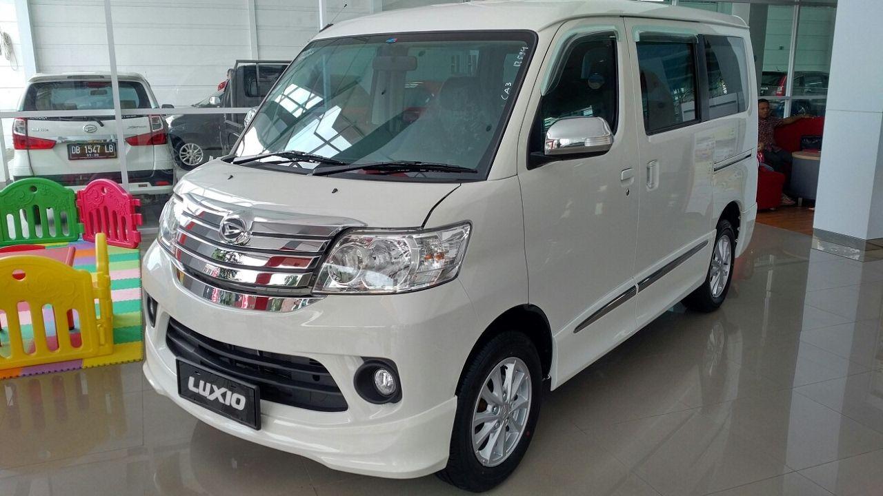 In Depth Tour Daihatsu Luxio X M T Facelift Indonesia Youtube