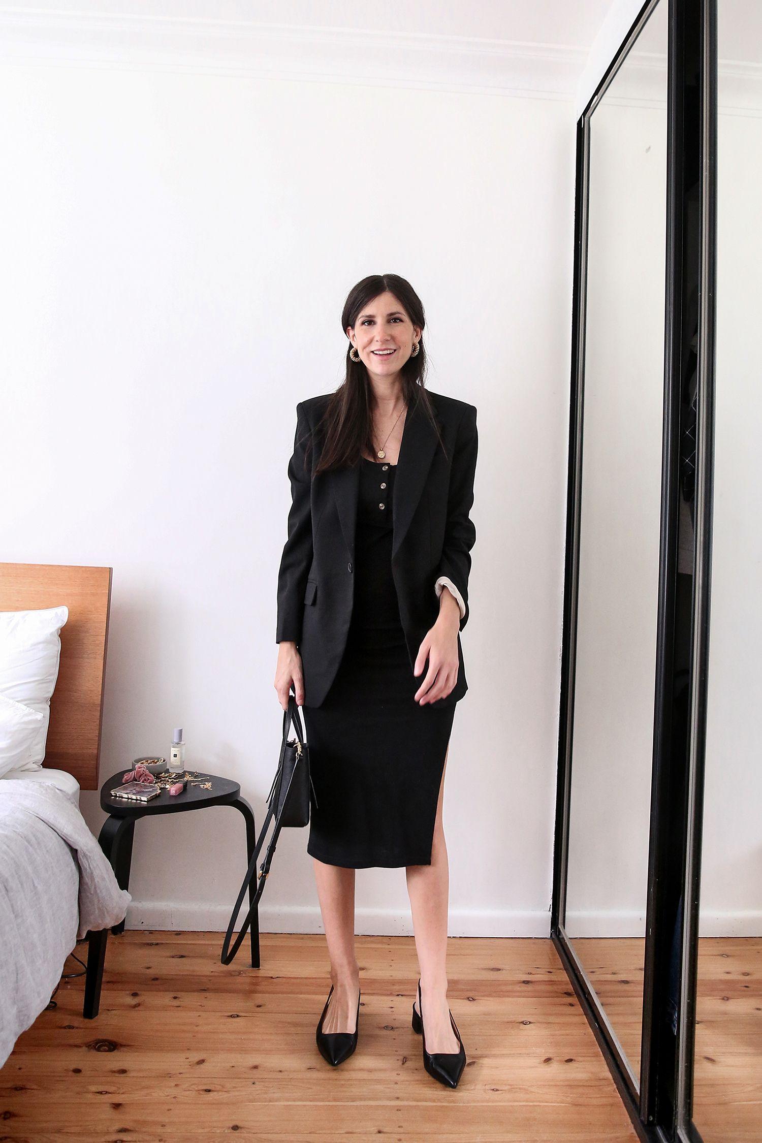 Four Ways To Style An Oversized Black Blazer Mademoiselle A Minimalist Fashion Blog In 2020 Minimalist Fashion Black All Black Fashion Minimalist Fashion [ 2250 x 1500 Pixel ]