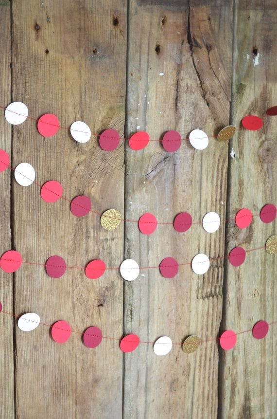 Holiday Circles Garland burgundy red white por thePathLessTraveled