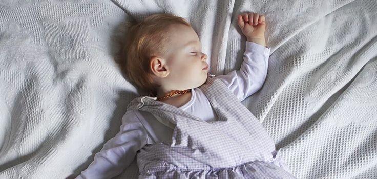 Hitzewelle? So schlummert dein Baby auch in warmen Nächten entspannt! #Penaten #BabysSchlaf #EntspanntesSchlafen #BabyPflege #Tipps