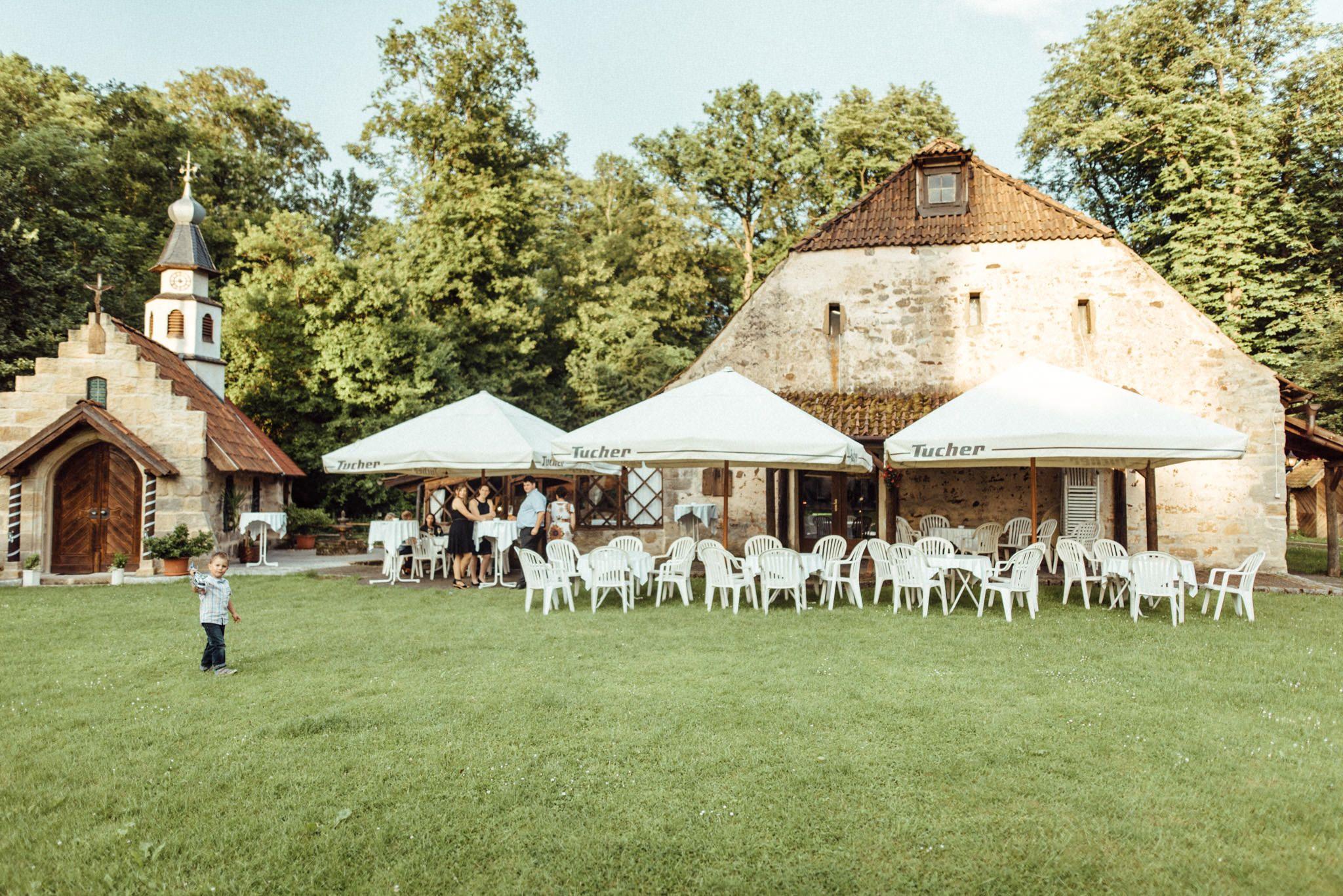 Heiraten Im Grunen Sommerhochzeit In Der Natur Heiraten Im Zauberhaften Schloss Geiersberg In Sesslach Hochzeitslocation Hochzeitsfotograf Hochzeitsfotos
