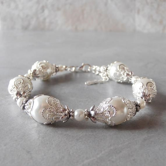 White Pearl Bracelet, Brides Bracelet, Pearl Wedding Jewelry, Handmade Bridal Accessories #pearljewelry