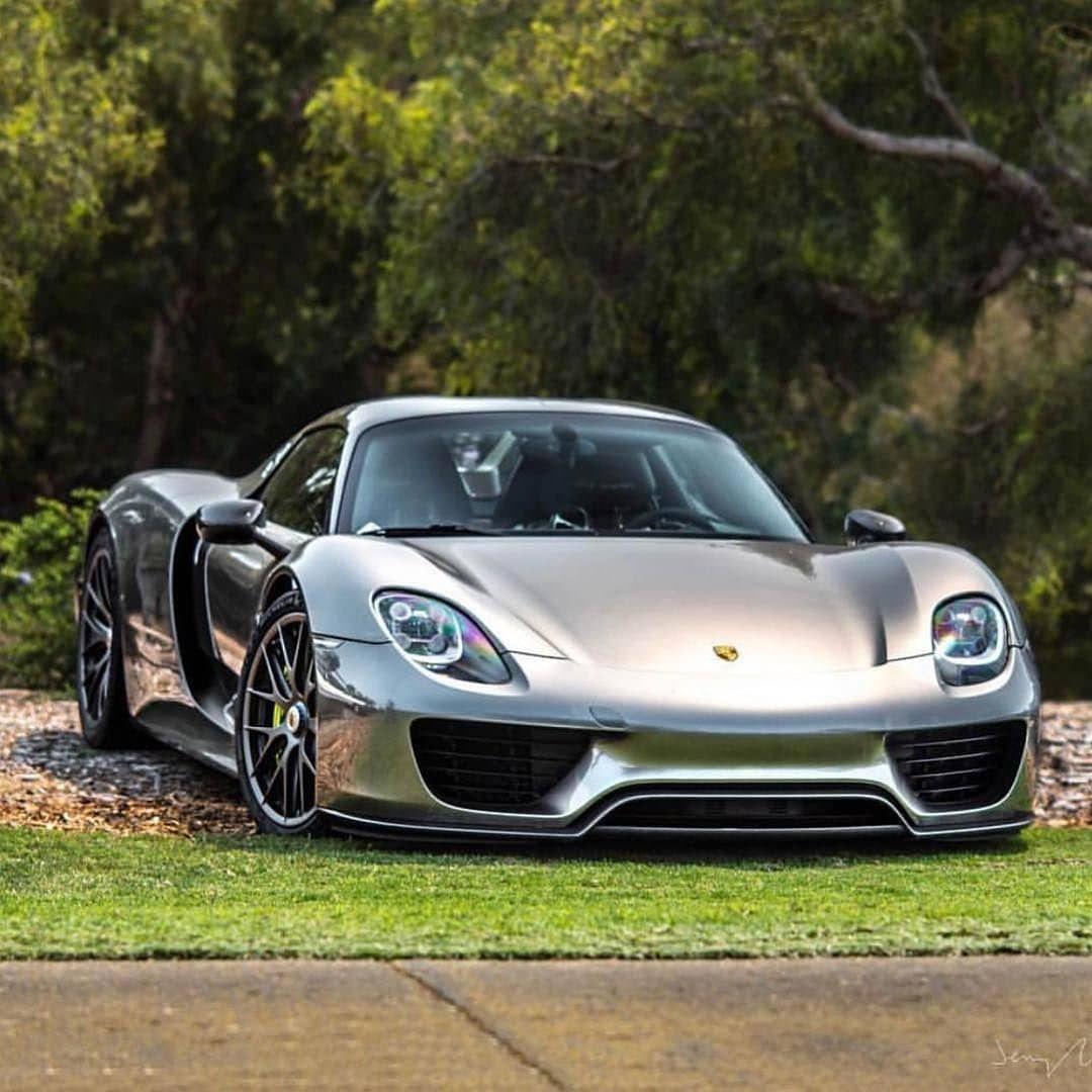 Porsche 918 Spyder Hybrid: Porsche 918 Spyder V8 Naturally-aspirated 4,6liter + Two